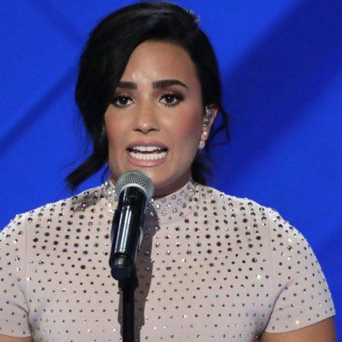 Demi Lovato se manifesta contra 'cura gay'