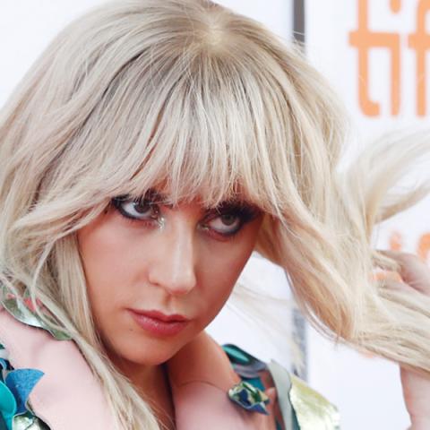 Lady Gaga adia turnê europeia