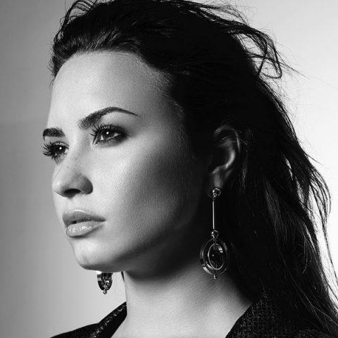 """Demi Lovato libera trailer do documentário """"Simply Complicated"""""""
