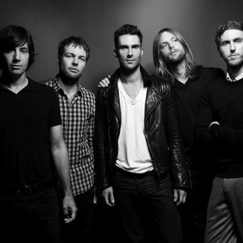 """Maroon 5 lança mão da simplicidade em clipe de """"Wait"""""""