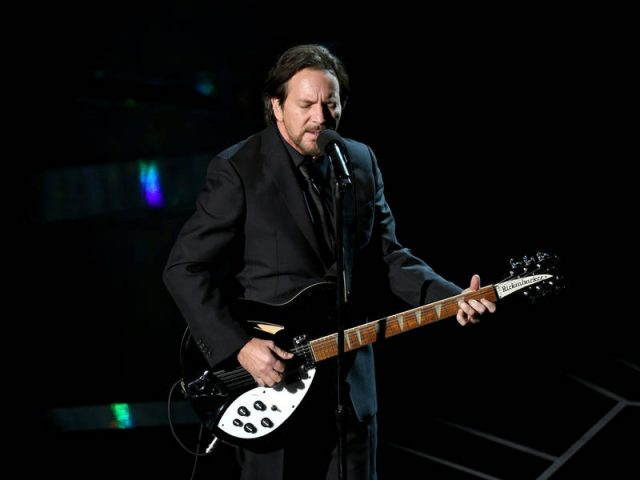 Eddie Vedder perde a voz e Pearl Jam cancela shows