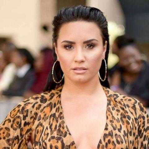 Demi Lovato é fotografada publicamente pela primeira vez, após overdose
