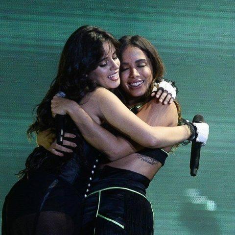 Surpresa! Anitta divide palco com Camila Cabello em São Paulo