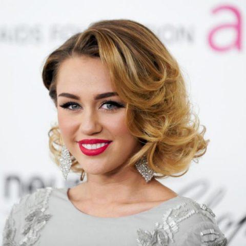 Miley Cirus usa redes sociais para anunciar sua nova musica