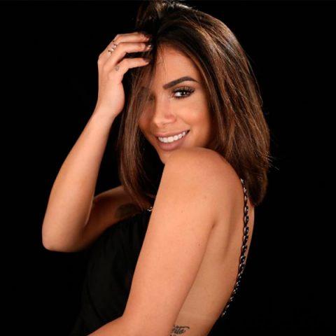 Pelo Instagram, Anitta deixa fãs curiosos