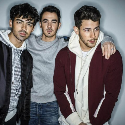 "Jonas Brothers anunciou o lançamento do novo álbum do grupo,""Happiness Begins"""