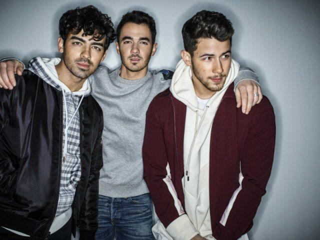 """Jonas Brothers anunciou o lançamento do novo álbum do grupo,""""Happiness Begins"""""""