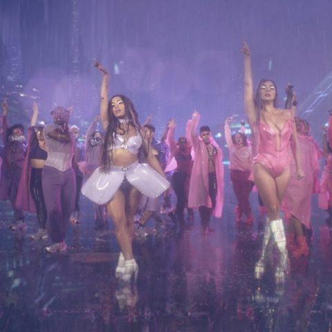 """Billboard Hot 100: """"Rain On Me"""" estreia no topo da parada de singles dos EUA"""