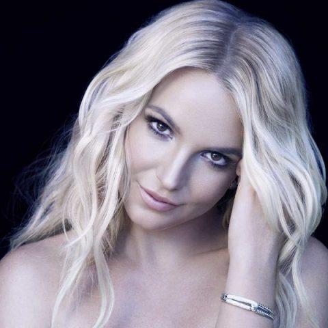 """Detonou! Britney Spears conquista primeira posição do iTunes com """"Mood Ring"""""""
