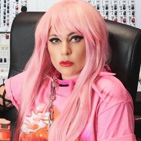 Lady Gaga adia turnê de novo álbum para 2021