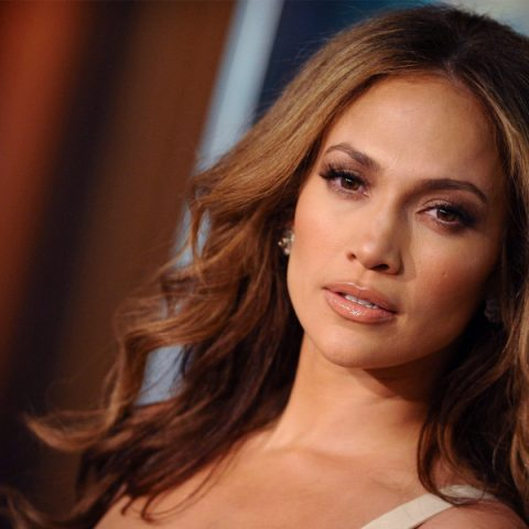 "Jennifer Lopez se transforma em criaturas místicas no clipe de ""In The Morning"""