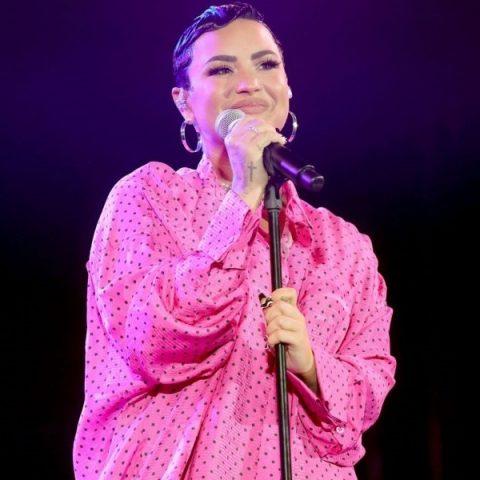 Demi Lovato estreia novo álbum em #2 na Billboard 200