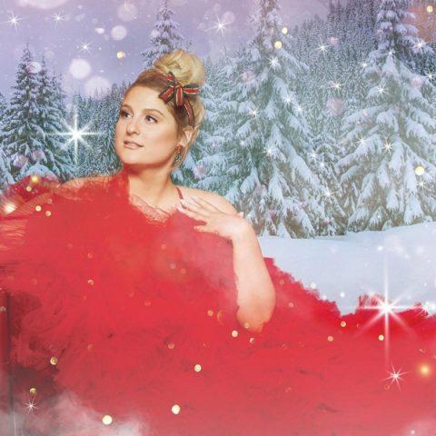"""Já em clima de Natal, Meghan Trainor lança """"My Kind of Present"""" e """"Last Christmas"""""""